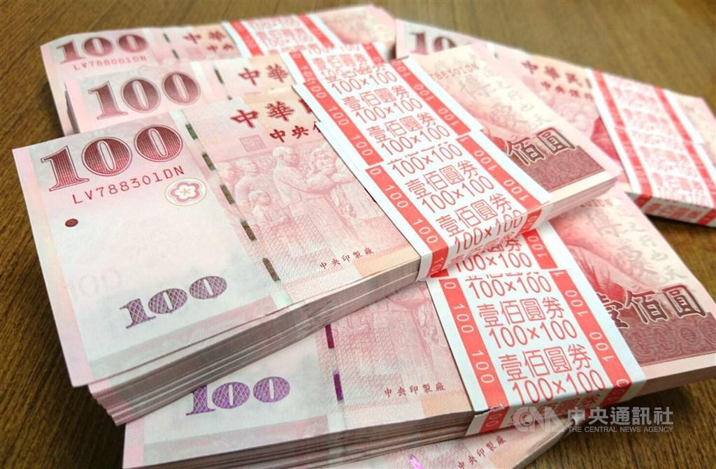 台北股匯市27日再次上演不同調戲碼,儘管台股下跌逾百點,新台幣仍連3日走升。(中央社檔案照片)