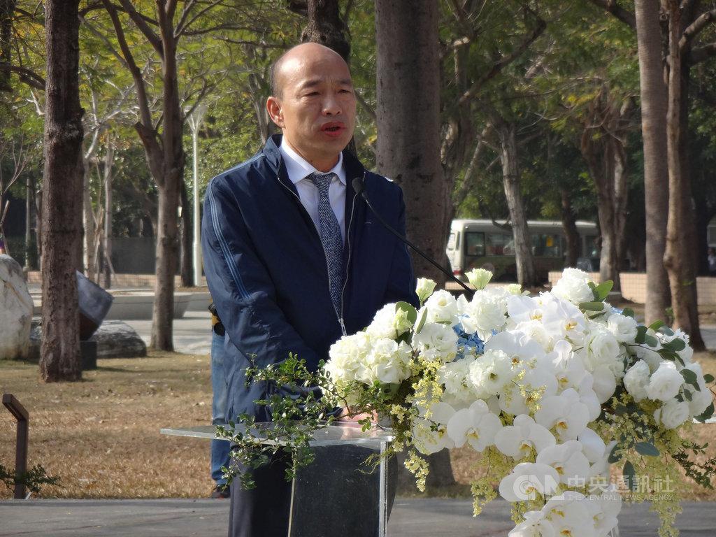 高雄市長韓國瑜28日出席二二八紀念追思會時表示,希望遠離傷痛,記取教訓,讓社會更充滿「愛與包容」和敦厚的人性。中央社記者陳朝福攝 109年2月28日