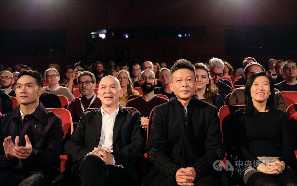 「日子」在柏林影展競賽單元舉行全球首映,導演蔡明亮(左2)、兩位主角及文化內容策進院院長胡晴舫(右1)一同出席。中央社記者林育立柏林攝 109年2月28日