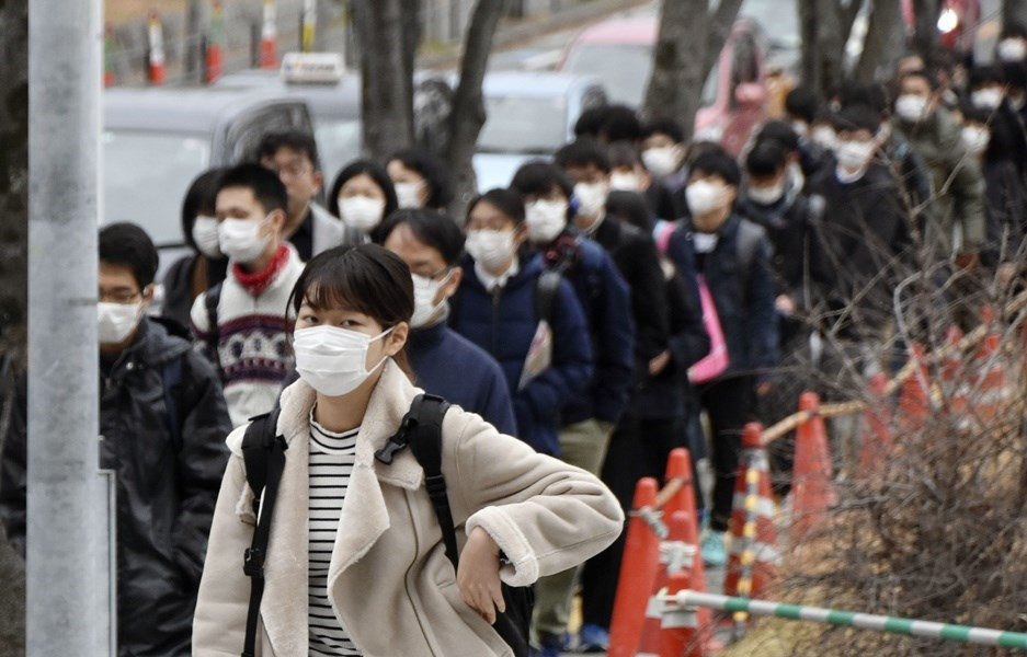 外交部28日調升日本旅遊警示燈號至「黃色」,民眾宜檢討應否前往;北海道的旅遊警示燈號則調升為「橙色」,民眾宜避免非必要旅行。(共同社提供)