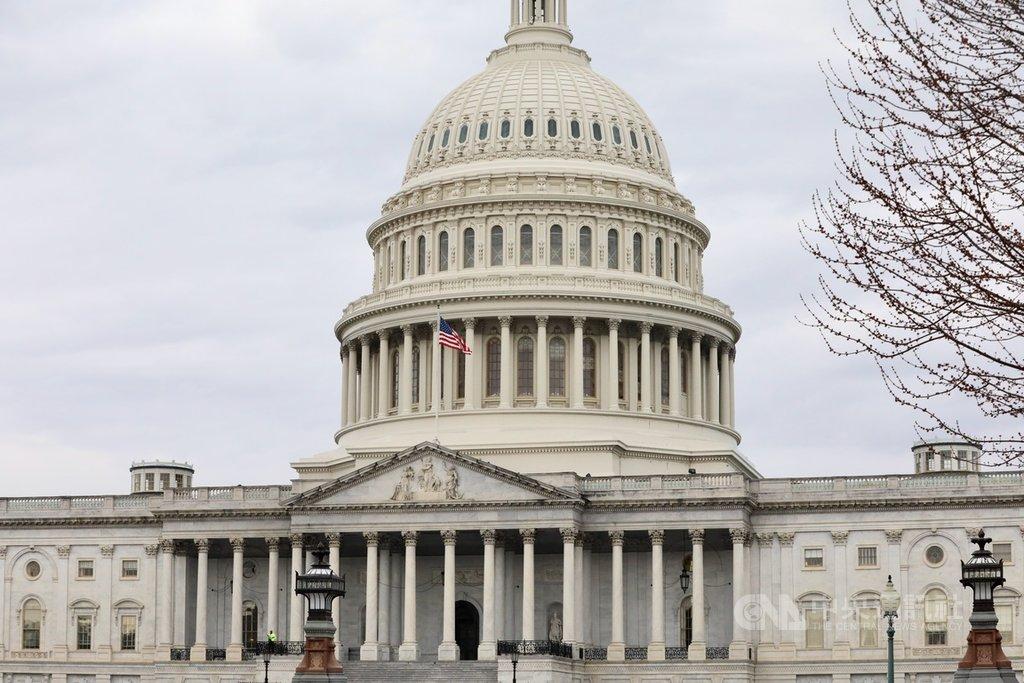 美國眾議院今天以415票贊成、0票反對的壓倒性票數,通過「台北法案」。法案要求美國行政部門以實際行動協助台灣鞏固邦交及參與國際組織,並增強雙方經貿關係。圖為美國國會大廈外觀。中央社記者徐薇婷華盛頓攝 109年3月5日