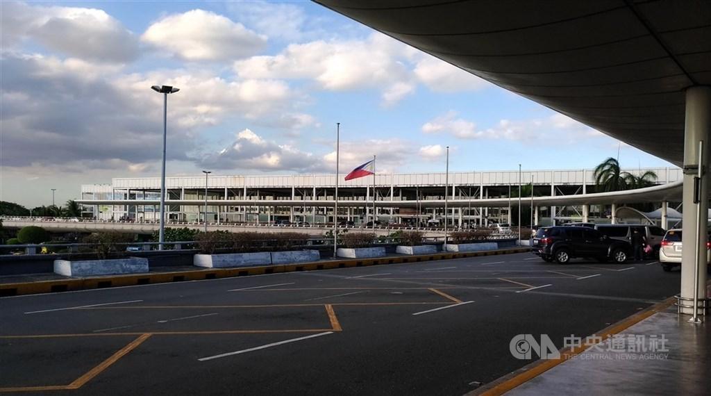 指揮中心6日表示,台灣首例菲律賓境外移入的武漢肺炎病例,是到馬尼拉自由行,共有26名接觸者,另要求13名同機旅客居家隔離14天。圖為馬尼拉國際機場。(中央社檔案照片)