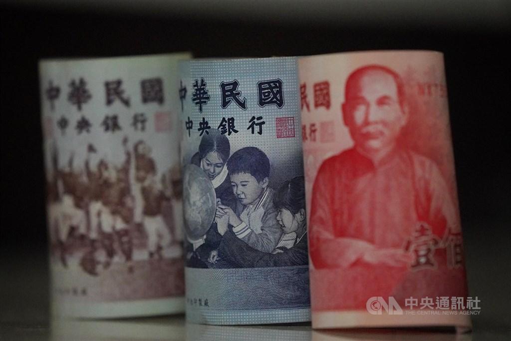 武漢肺炎疫情蔓延至全球,專家指出,聯準會後續降息幅度,以及台灣經濟成長率是否能「保2」,將成台灣央行是否跟進降息的關鍵。(中央社檔案照片)