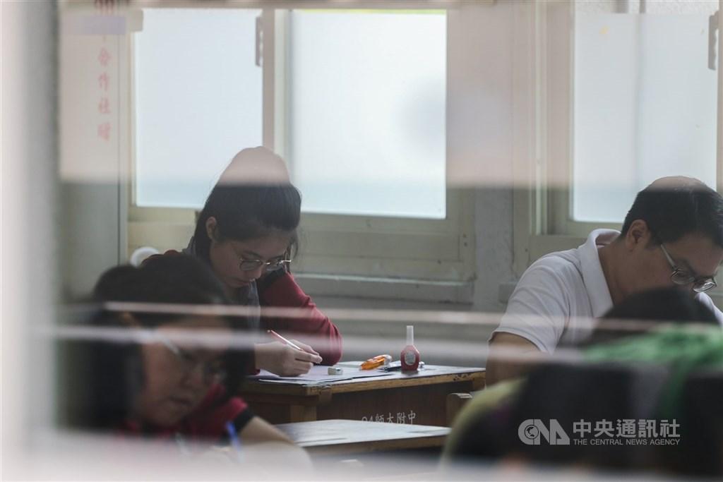 考選部宣布,原定4月25至26日舉行的公務人員特種考試關務人員、身心障礙人員考試及國軍上校以上軍官轉任公務人員考試,延至5月30至31日舉行。(中央社檔案照片)