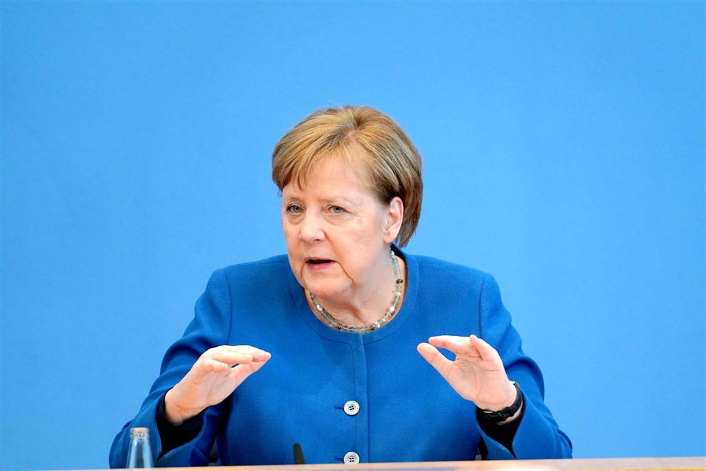 德國總理梅克爾表示,高達7成德國人口可能感染武漢肺炎,由於目前沒有療法,所以重點得放在減緩傳播速度。(中新社提供)