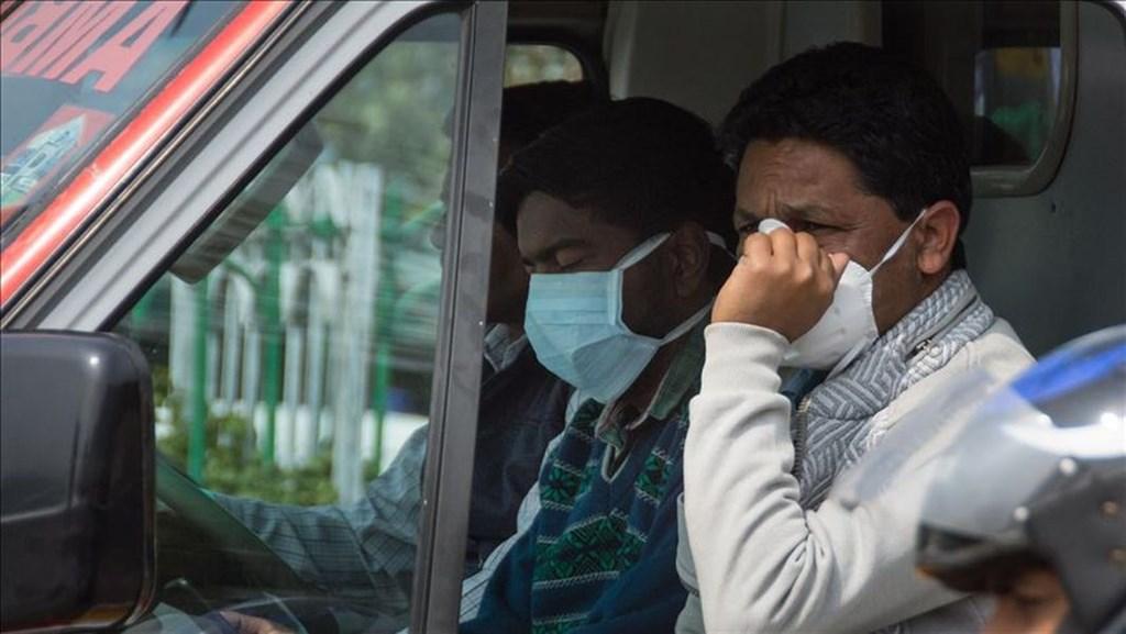 印度迄今累計2例武漢肺炎死亡病例,確診病例達82例。圖為印度民眾戴口罩防疫。(安納杜魯新聞社提供)