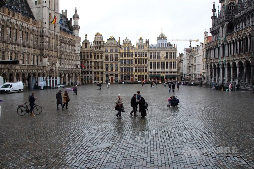 2019年冠狀病毒疾病肆虐歐洲,比利時布魯塞爾遊客大減,3月11日知名的世界文化遺產景點大廣場相當冷清。中央社記者唐佩君布魯塞爾攝 109年3月15日