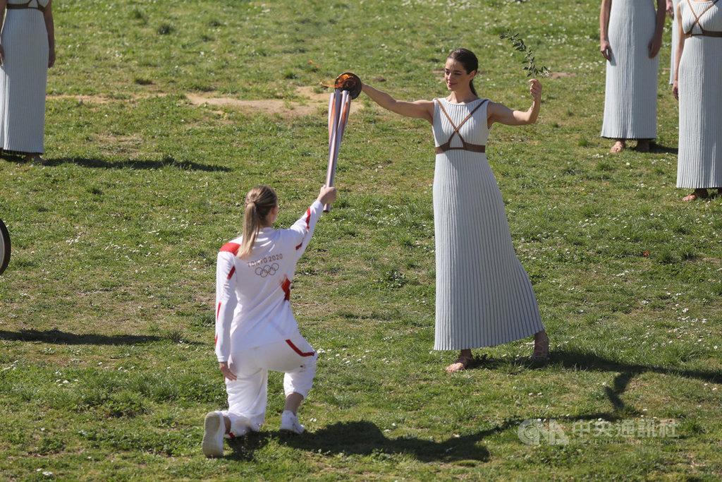 東京奧運聖火12日在希臘舉行點火及接力儀式,首位跑者是2016年里約奧運女子射擊項目金牌得主、希臘選手科拉卡琪(Anna Korakaki)。受到2019冠狀病毒疾病疫情蔓延影響,部分聖火接力活動受阻。(Tokyo 2020 提供)中央社記者楊明珠東京傳真 109年3月16日