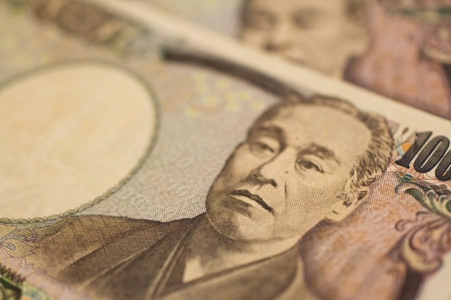 日本政府與執政黨為因應武漢肺炎疫情可能對經濟造成的影響,正在研議發放每人1萬2000日圓以上現金。(圖取自PAKUTASO圖庫)