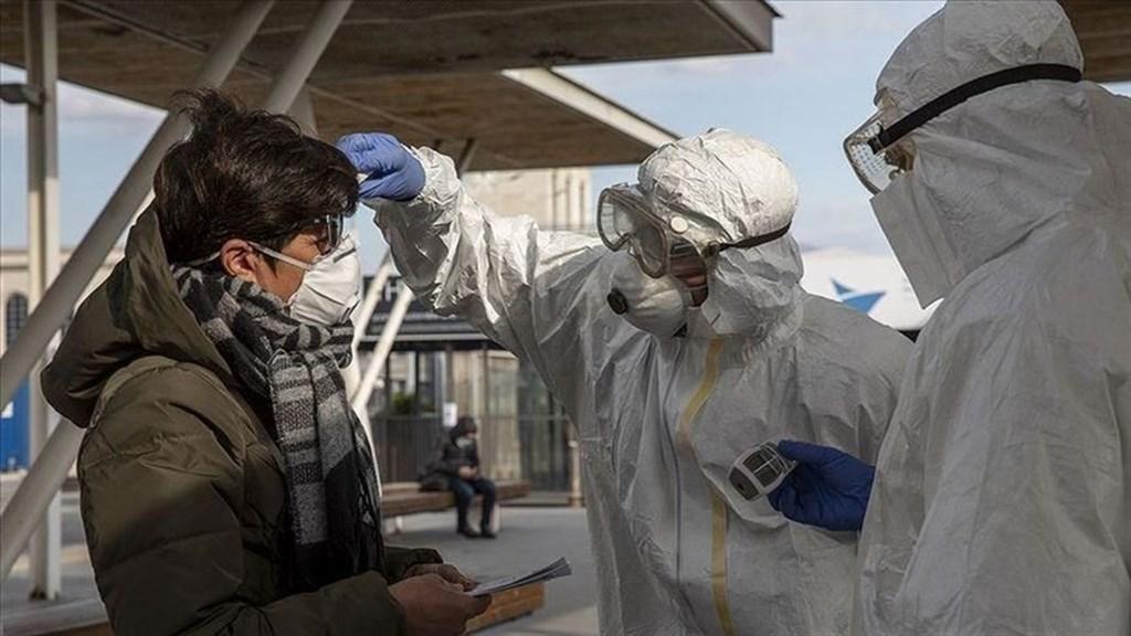 義大利17日因武漢肺炎死亡的人數暴增475人,人數改寫義大利2月爆出疫情以來的新高紀錄,目前累計已達2978死。圖為義大利防疫人員10日在那不勒斯檢測旅客體溫。(安納杜魯新聞社提供)