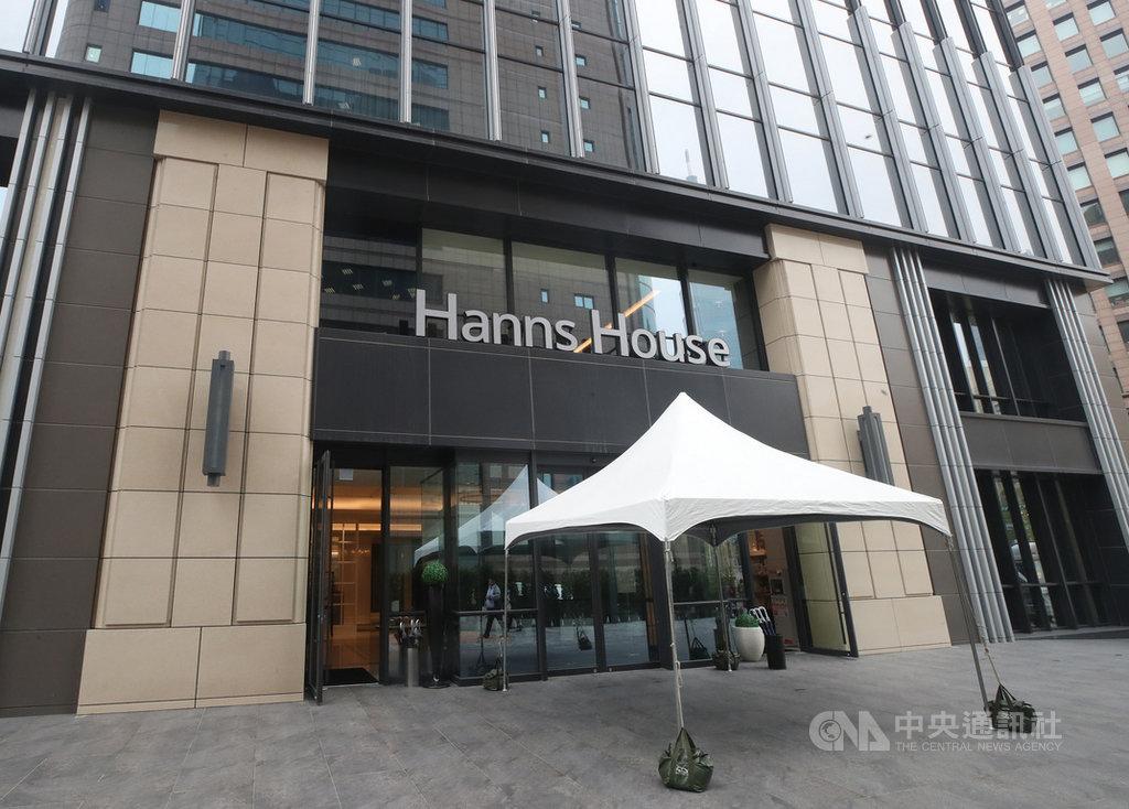 武漢肺炎疫情持續延燒,台北市19日宣布與白石集團瀚寓酒店合作,成為北市第3間防疫旅館。圖為酒店外觀。中央社記者張新偉攝 109年3月19日