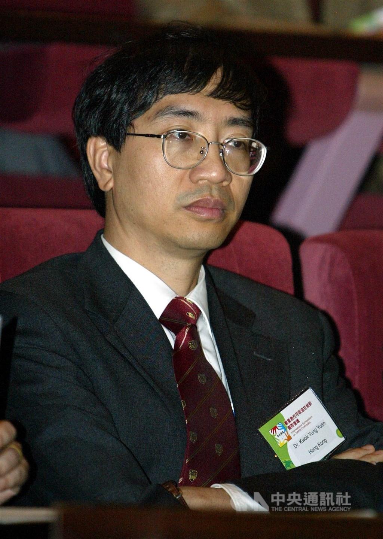 香港知名微生物學者袁國勇(圖)18日和另一位學者撰文批評武漢肺炎「是中國人劣質文化的產物」,兩人一天後撤文道歉。(中央社檔案照片)