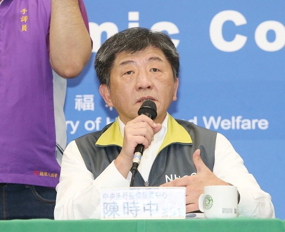 指揮中心指揮官陳時中19日表示,台灣還未符合「本土病例比境外移入多」這一條,但也不敢大意。(中央社檔案照片)