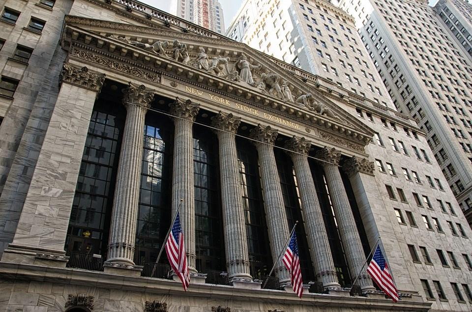 美股道瓊指數19日終場上漲188點、漲幅近1%,收復18日失守的2萬點大關。(圖取自Pixabay圖庫)