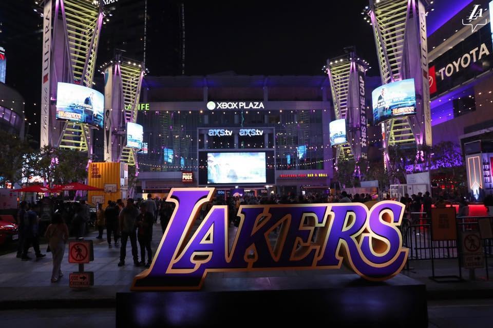 美國職籃NBA洛杉磯湖人19日表示,2名湖人球員武漢肺炎檢測呈陽性反應。(圖取自facebook.com/losangeleslakers)
