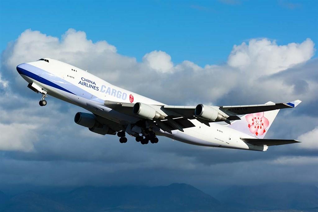 交通部次長王國材25日證實2名華航貨機機師確診武漢肺炎,也說已請華航了解這2人過去在外站的行為,若有漏洞就趕快彌補。(圖取自華航網頁www.china-airlines.com/tw)