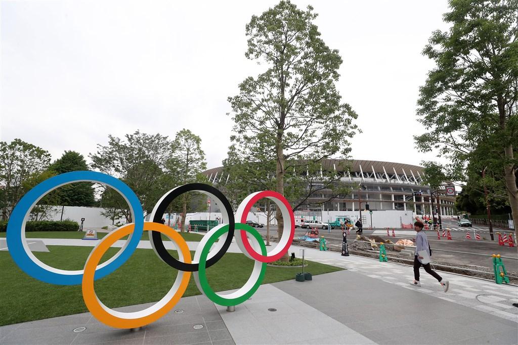 日本首相安倍晉三24日晚間與國際奧林匹克委員會主席巴赫通電話,提議東京奧運延後一年舉辦,獲巴赫完全同意。圖為2019年7月主場館新國立競技場附近的奧運廣場。中央社記者吳家昇東京攝