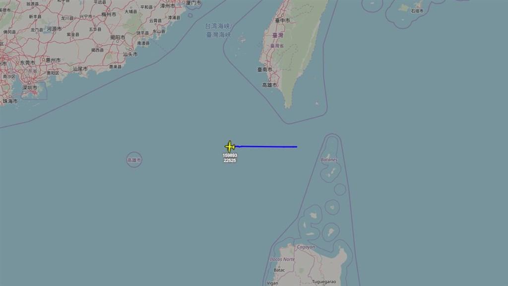 根據專門追蹤飛機動向的推特帳號「飛機守望」顯示,一架美軍EP-3E電偵機26日上午再度現蹤台灣南部海域、南中國海附近飛行。(圖取自twitter.com/AircraftSpots)
