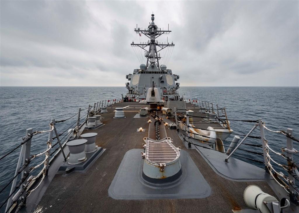 美國太平洋艦隊在臉書貼文表示,美軍驅逐艦麥康貝爾號25日通過台海。(圖取自facebook.com/USPacificFleet)