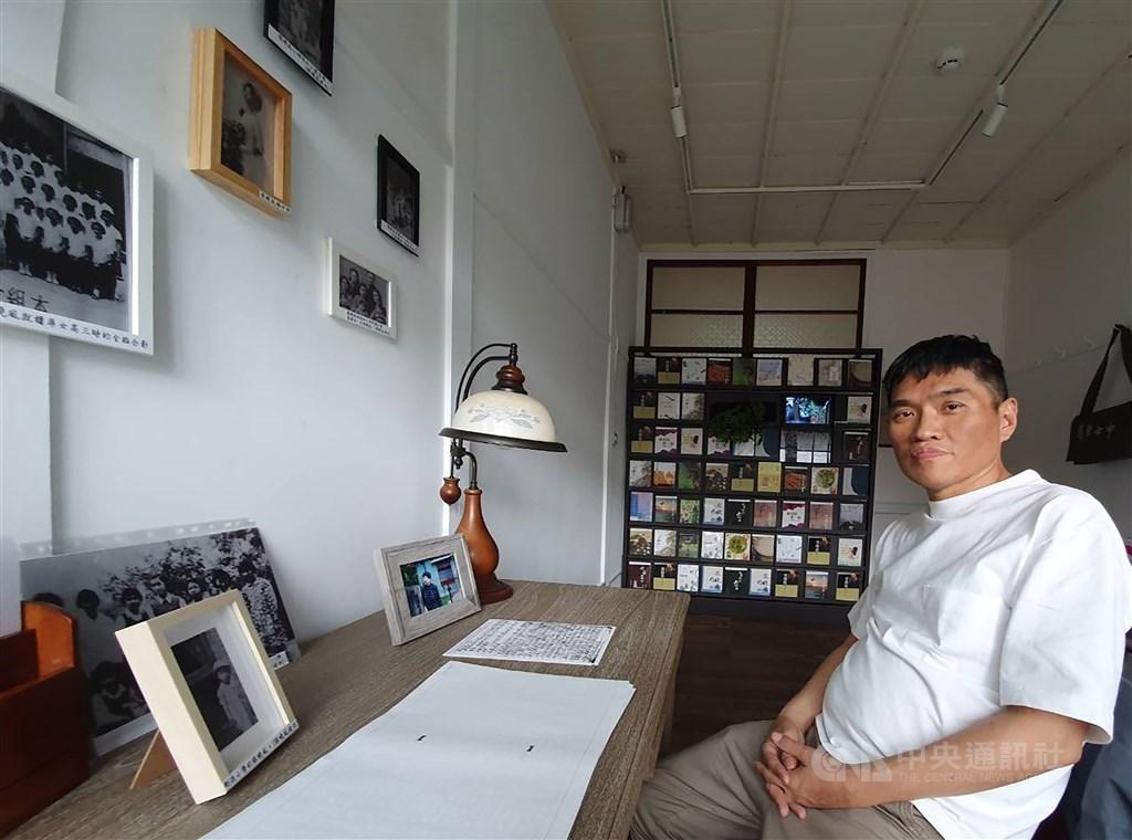 屏東知名作家郭漢辰25日凌晨因肝癌病逝,享年56歲。(中央社檔案照片)