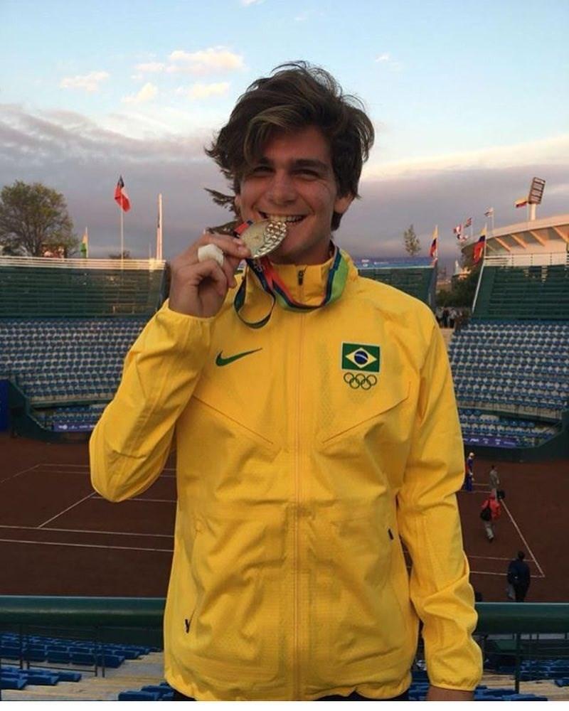巴西歷來最年輕的ATP巡迴賽冠軍得主希波斯魏德,25日公開宣布他確診武漢肺炎。(圖取自希波斯魏德IG網頁instagram.com)