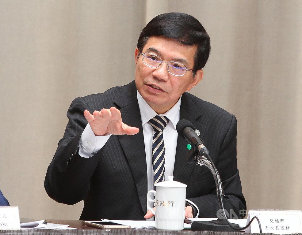 海基會26日宣布兩架類包機協助滯留湖北的台灣民眾返國,交通部次長王國材(圖)表示,將出動兩架波音777飛機,每班只載220人,所有防疫措施比照包機。中央社記者謝佳璋攝 109年3月26日