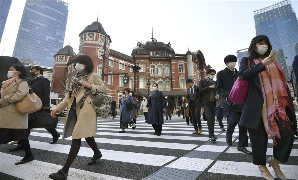 日本東京都知事小池百合子日前拋出「東京封城」,首相安倍晉三認為封城將對經濟帶來更進一步重大影響。圖為26日東京街頭。(共同社提供)
