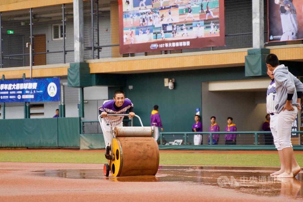 108學年度大專棒球聯賽4強戰原訂28日在新北市三重棒球場開打,但賽事因雨已決定順延至29日,冠軍戰也將改在30日舉行。(大專體總提供)中央社記者謝靜雯傳真 109年3月28日