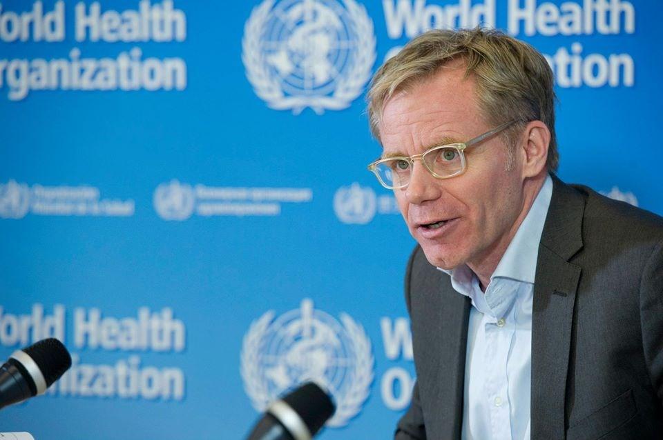 世界衛生組織高級顧問艾沃德接受香港電台記者視訊訪問,被問到世衛是否重新考慮接納台灣時,一度裝作沒聽見,還疑似切斷視訊。(圖取自facebook.com/WHO)