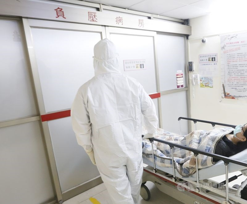 疫情指揮中心29日宣布,目前有39名武漢肺炎確診者解除隔離,其中養護中心護理師從確診到解隔離僅8天,為目前最快解隔離者。(示意圖/中央社檔案照片)