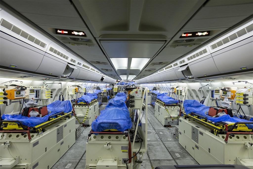 武漢肺炎肆虐歐洲,德國伸出援手,派遣軍機到義大利和法國將重症病患接到德國治療。圖為德軍空中巴士A310傷患後送專機,有「飛行加護病房」之稱。(美聯社)