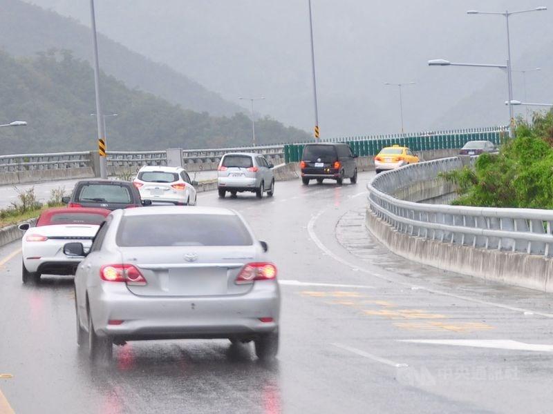 公路總局表示,屬於省道的蘇花改觀音與谷風隧道路段將在清明連假試辦提速至70公里,最低速限50公里。(中央社檔案照片)