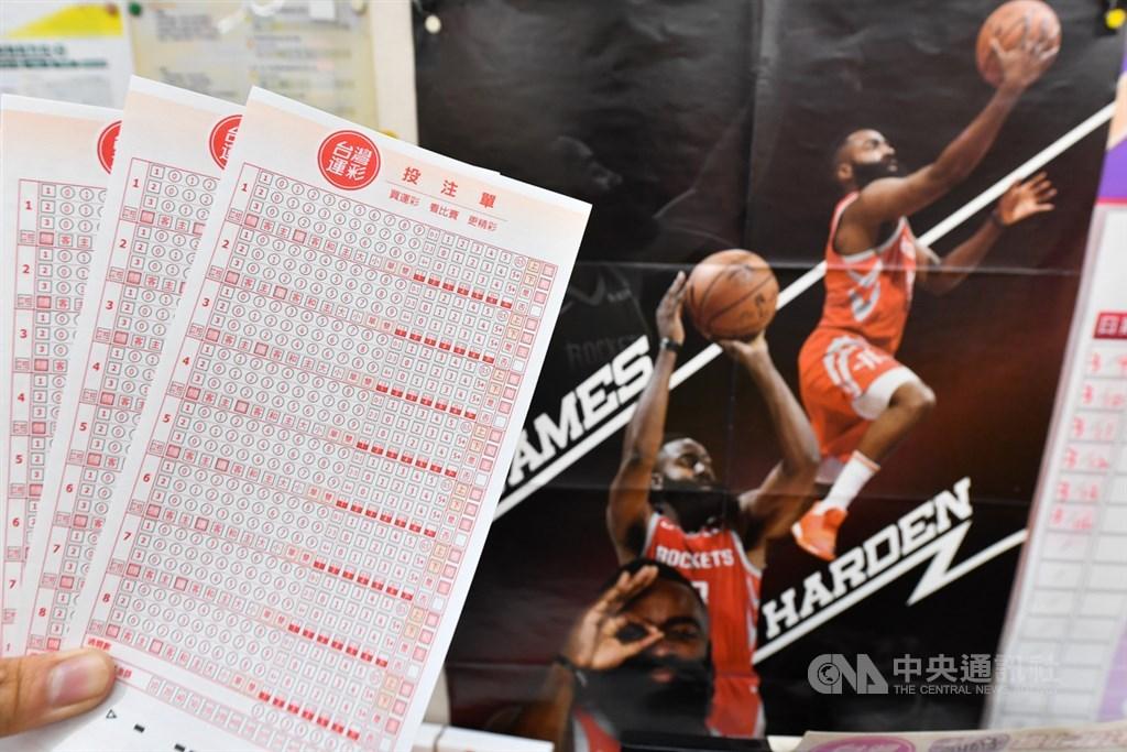 武漢肺炎衝擊運動產業,體育署將以3個月為一期滾動式檢討,每個經銷商投注站可獲新台幣3萬元補助。(中央社檔案照片)