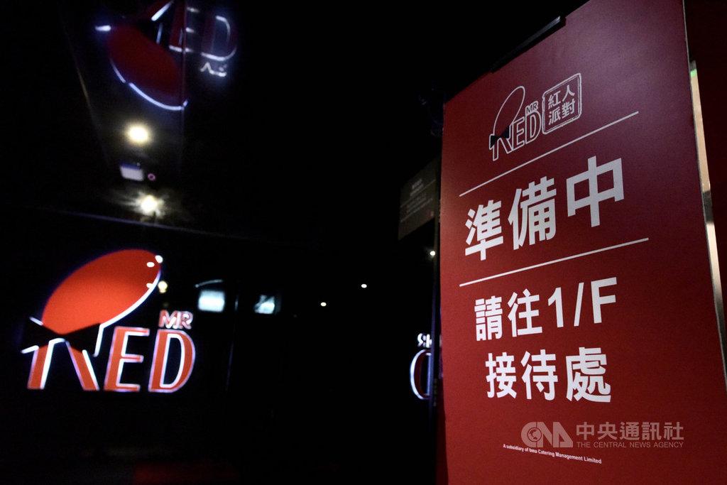 香港昨天爆發一起卡拉OK群聚感染武漢肺炎事件,一場7人聚會有5人確診,專家建議港府關閉類似場所。圖為涉事暫停營業的卡拉OK房。(中通社提供)中央社  109年4月1日
