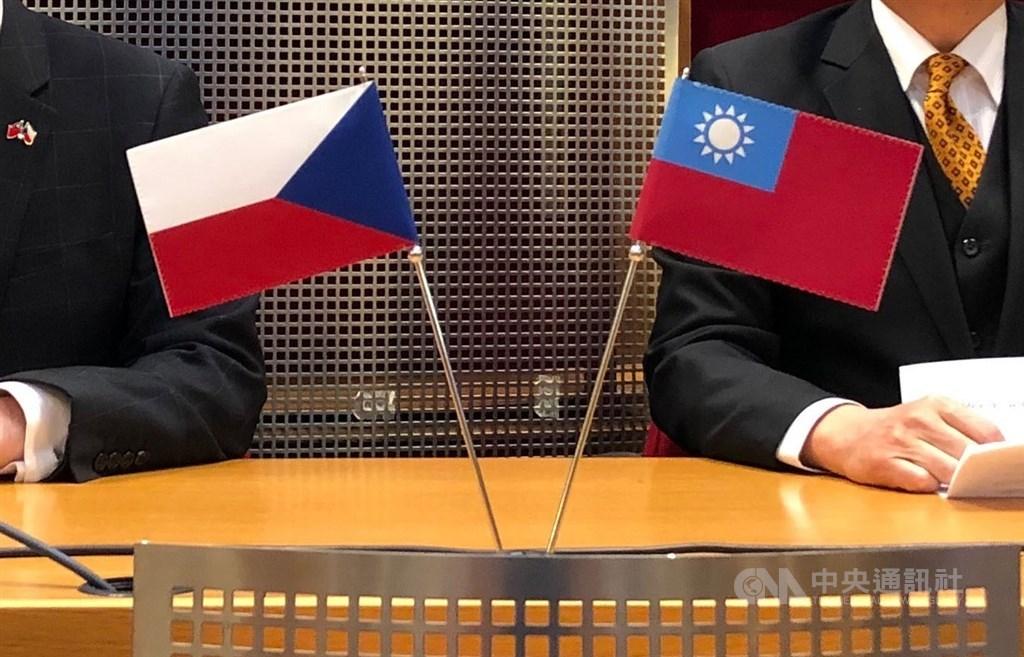 外交部說,台灣與捷克1日透過雙方駐處發表聯合聲明建立防疫夥伴關係,合作領域包括快篩試劑、疫苗與藥品的研發生產。(中央社檔案照片)