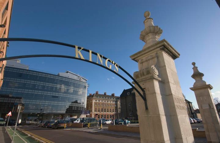 英媒報導,英國3月30日出現年齡最低的武漢肺炎死者,為在倫敦國王學院醫院(圖)逝世的13歲男童。(圖取自facebook.com/KingsCollegeHospital)
