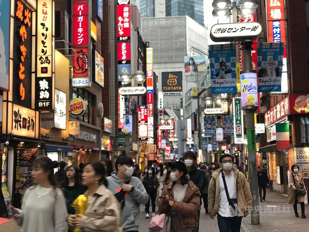 武漢肺炎疫情全球蔓延,日本東京都2日新增97例確診病例,創單日新高。圖為3月27日東京澀谷街頭一景。中央社記者楊明珠東京攝 109年3月30日
