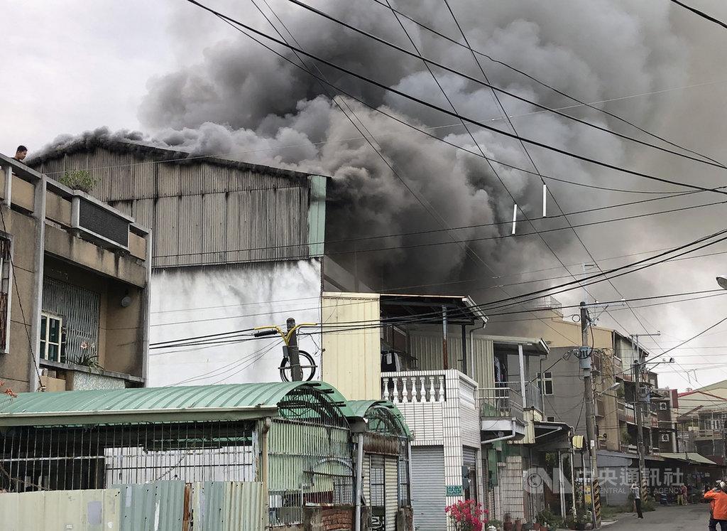 台南安南區民宅火警 延燒6戶無人傷亡