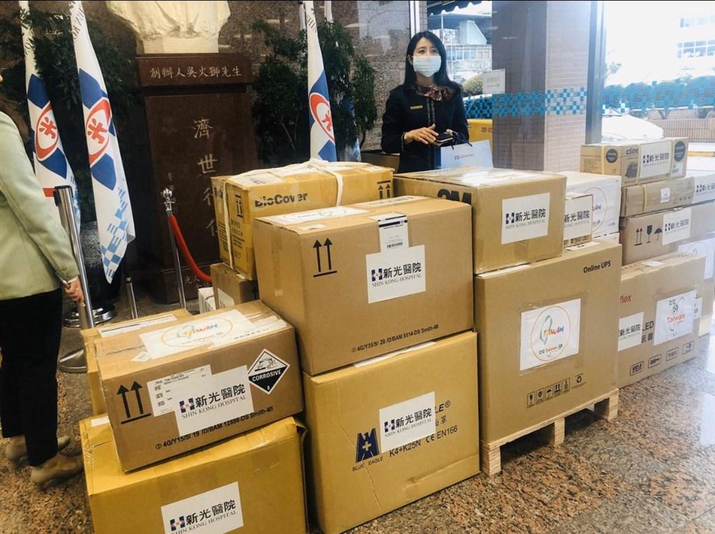 武漢肺炎疫情蔓延全球,友邦帛琉駐聯合國常任代表歐萊.鄔露彤推文表示,帛琉向全球求援,除了台灣,沒有其他國家回應。並貼出來自新光醫院的物資照片。(圖取自twitter.com/nuludong)
