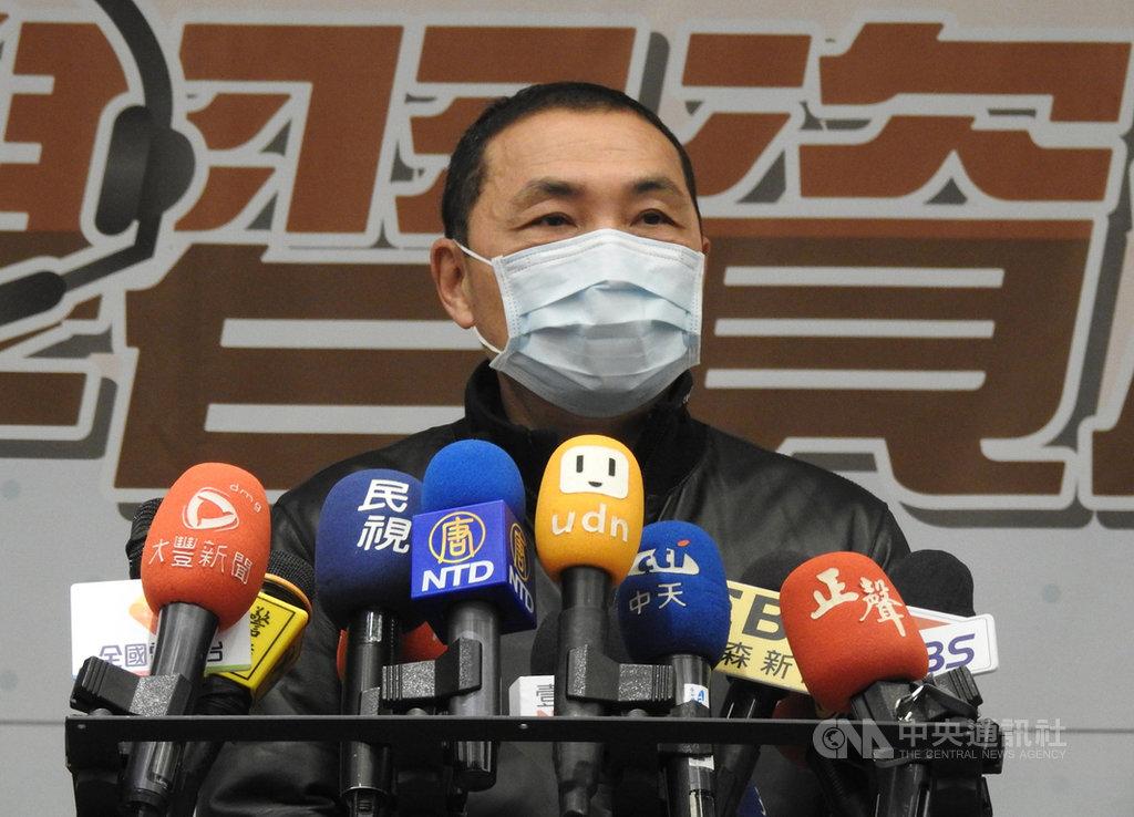 中央流行疫情指揮中心為避免疫情擴散,在4日發送2則「國家級警報」,提到11個台灣熱門風景區與景點;新北市長侯友宜(圖)6日表示,為避免成防疫破口,已要求去過的同仁自主健康管理,如果有需要可在家上班。中央社記者王鴻國攝  109年4月6日