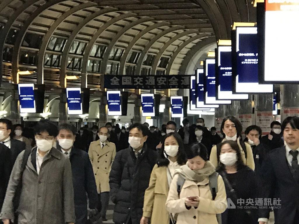 因應2019冠狀病毒疾病疫情,日本首相安倍晉三7日公布「緊急事態宣言」,對象是東京、大阪等7都府縣,安倍強調這並非封城措施,盼盡量減少人與人的接觸,實施一個月能減少7、8成人與人的接觸。中央社記者楊明珠東京攝 109年4月7日