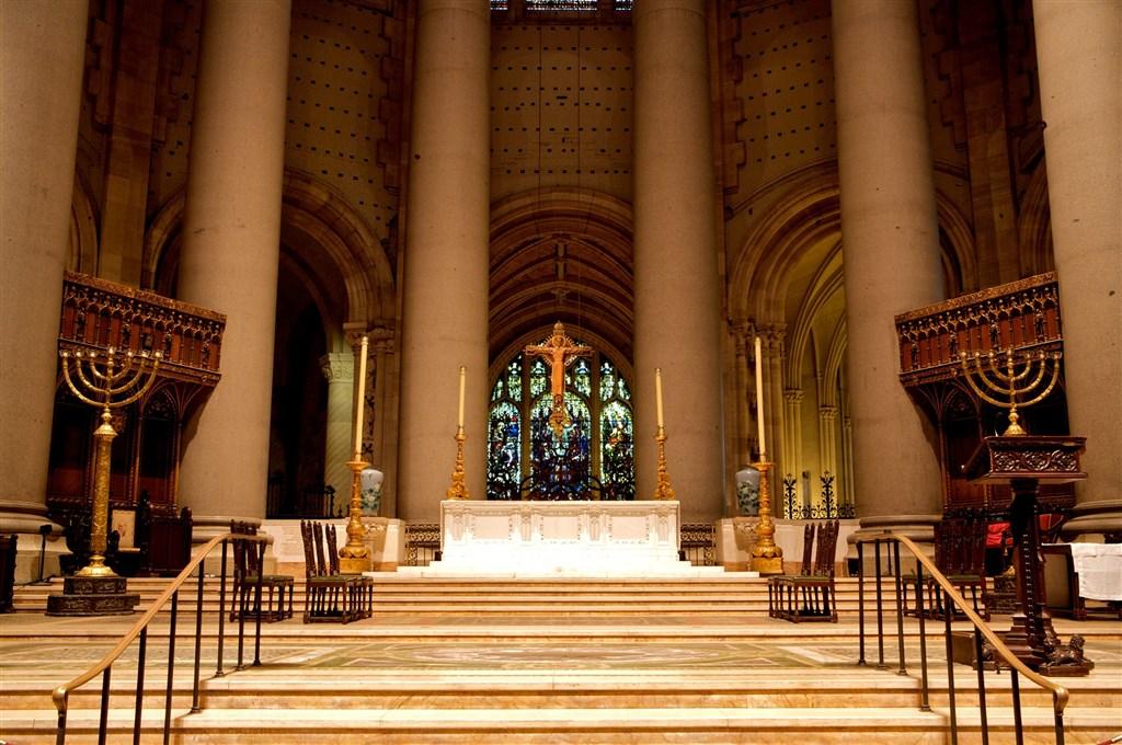 美國武漢肺炎疫情日益嚴峻的,紐約市中心一座大型教堂的教長6日表示,將把教堂改造成野戰醫院。(圖取自facebook.com/StJohnDivineNYC/)