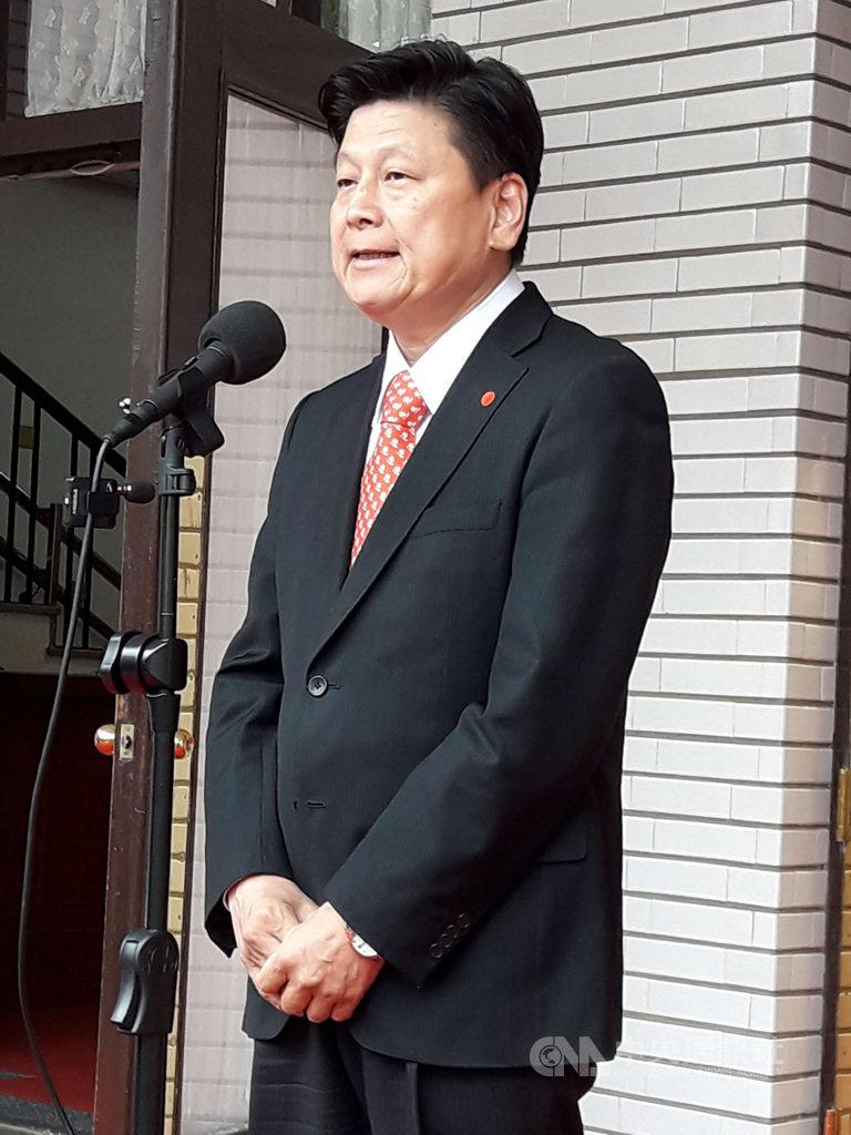 外傳無黨籍立委傅崐萁如果回復國民黨籍,將爭取參選2022桃園市長。傅崐萁7日在立法院召開記者會回應,「沒有人來問過我,我也從來沒有做過任何這樣的打算。」他呼籲,正值防疫,大家一起好好守護台灣,此時此刻,「政治口水不要再討論」。中央社記者范正祥攝 109年4月7日