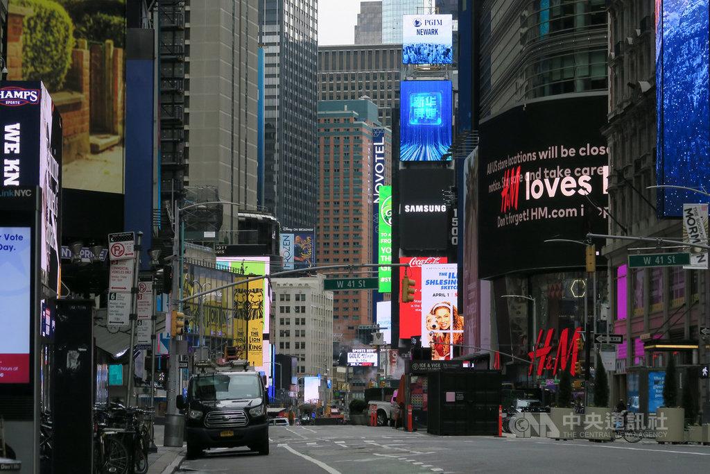 武漢肺炎肆虐,全美經濟因防疫而陷入大規模停擺,過去3週超過1600萬人申請失業給付。圖為紐約時報廣場揮別昔日熱鬧景象。中央社記者尹俊傑紐約攝 109年4月9日