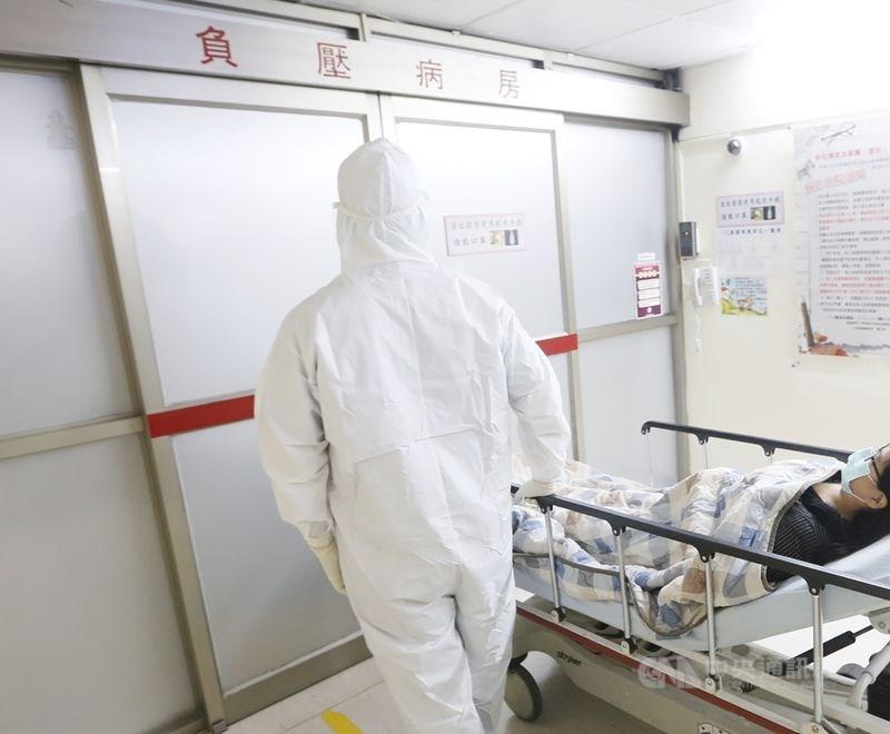 根據中央流行疫情指揮中心最新統計,截至10日為止,全台累計382例確診病例,其中有6死、13人重症使用呼吸器,另有91人已痊癒解除隔離。(示意圖/中央社檔案照片)