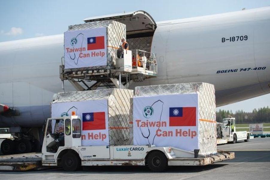 武漢肺炎蔓延全球,台灣援助11個歐洲國家的700萬片口罩已分3批運送。圖為其中一批抵達盧森堡。(圖取自歐盟網頁audiovisual.ec.europa.eu)
