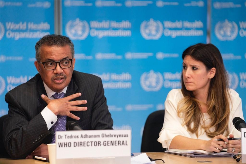 譚德塞(左)來自衣索比亞,他是首位非洲籍世衛秘書長,熱衷在社群媒體宣傳自己、對名人言稱兄弟姐妹,鏡頭前很友善,但對台灣卻是冷淡以對。(圖取自twitter.com/WHO)
