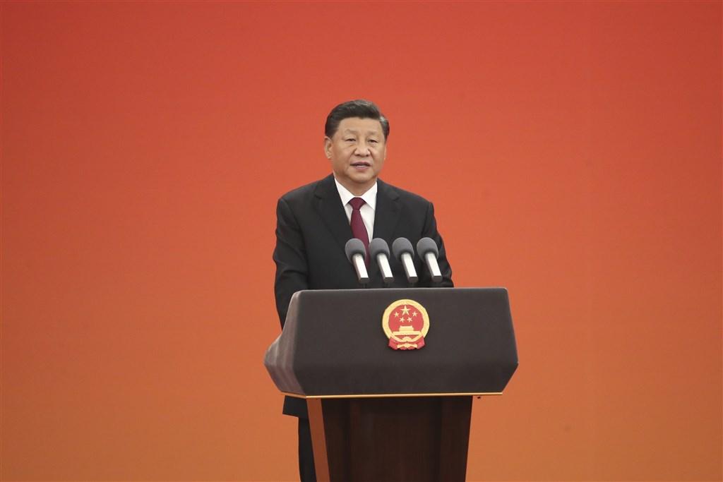 中國國家主席習近平在亞投行第5屆視訊會議致詞時未提「一帶一路」,但幾度強調支持多邊主義。學者分析在各國用譴責「圍堵」中國之際,習近平提多邊主義有化解的用意。(檔案照片/中新社提供)