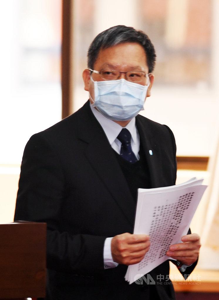 財政部長蘇建榮(圖)13日在立法院表示,武漢肺炎疫情持續,為疏散報稅期間人潮,避免群聚感染,綜所稅申報期間將全面拉長1個月,不論受疫情衝擊與否,所有申報戶都可延長至6月30日申報。中央社記者施宗暉攝  109年4月13日