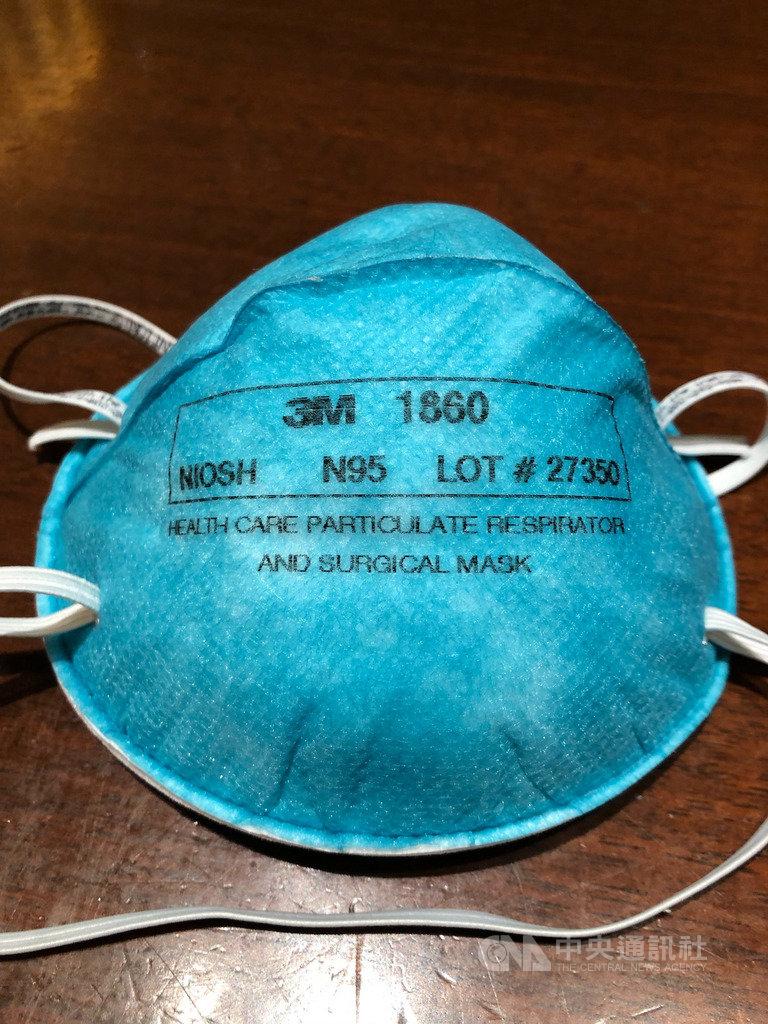 日本武漢肺炎疫情擴大,N95醫療用高性能口罩缺貨,日本厚生勞動省透過自治體告知醫療院所,N95口罩用過後,經過消毒可重複使用。中央社記者楊明珠東京攝 109年4月13日